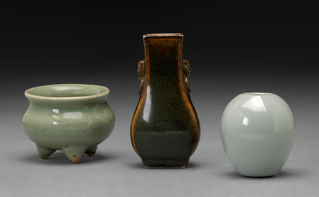 A group of three miniature porcelain vessels