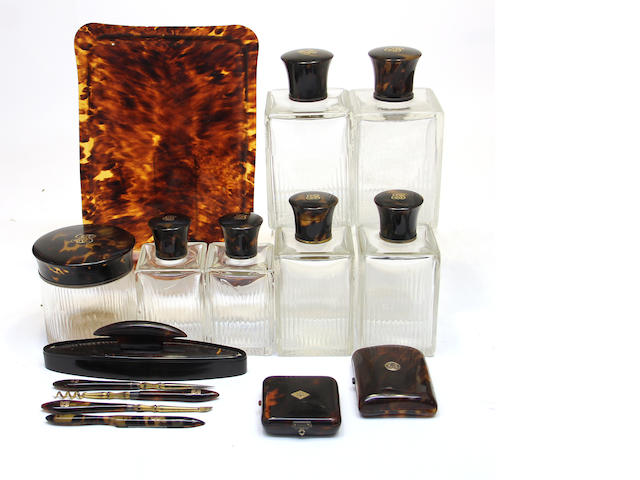 An assembled fifteen piece tortoiseshell lady's dresser set early 20th century