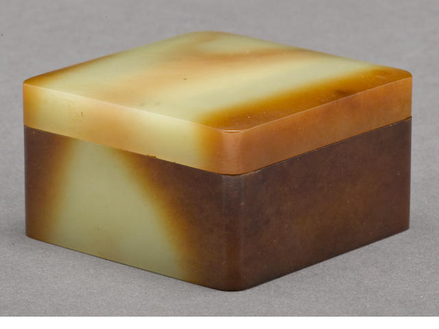 A yellow jade square-sectioned covered box