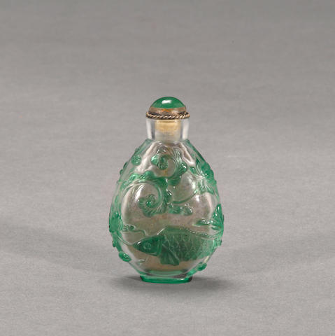 A green glass overlay snuff bottle