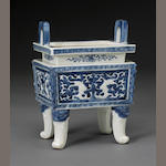 A blue and white porcelain rectangular censer Late Qing/Republic period