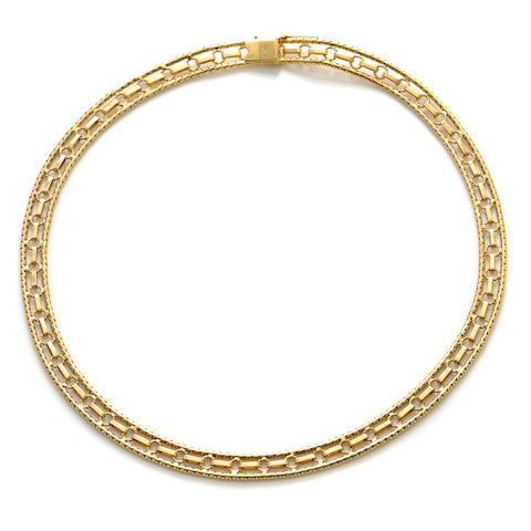 An 18k gold necklace