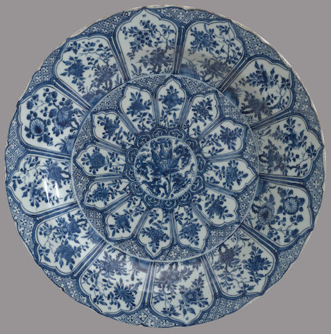 A blue and white export porcelain charger with floral lappet decoration Kangxi period