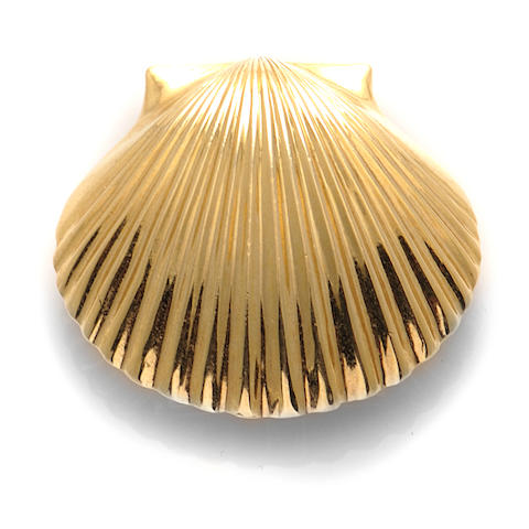 "A 14k gold ""shell"" brooch,"