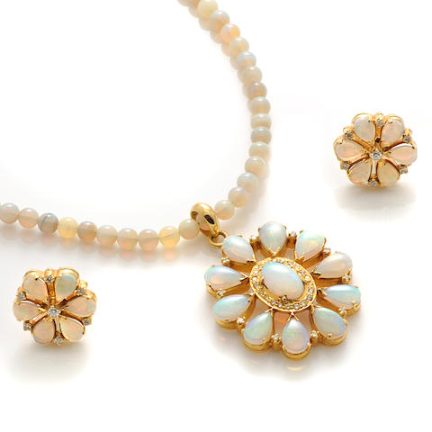 An opal, diamond and gold jewelry set
