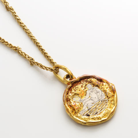 An Aqaurius zodiac motif gold pendant together with a gold chain