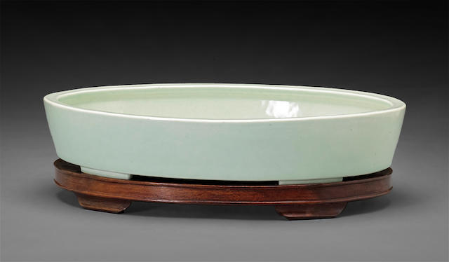 A large ovoid footed dish  Yongzheng mark, 19th century