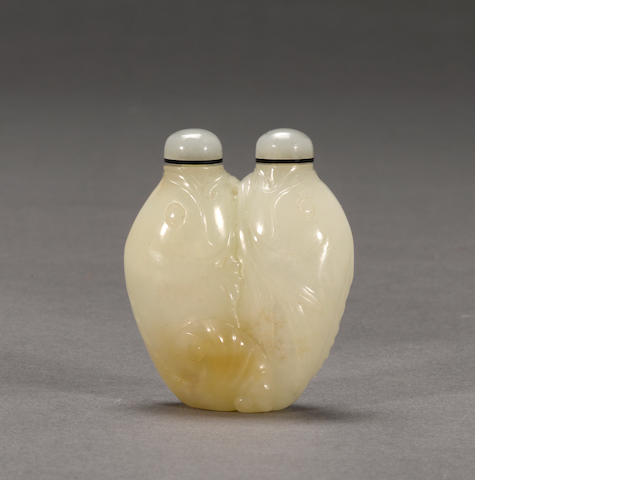 A white jade double fish snuff bottle