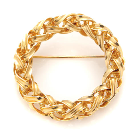 A 14k gold circle brooch,
