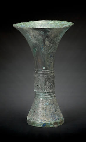 A ritual bronze wine vessel, gu hang dynasty