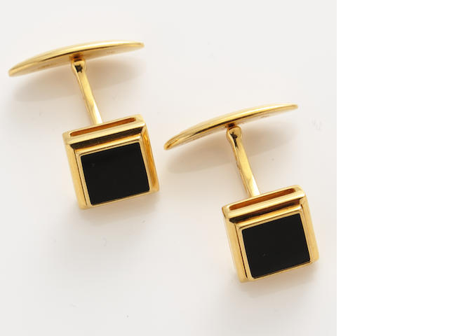 A pair of black onyx and 18k gold cufflinks, DiModelo