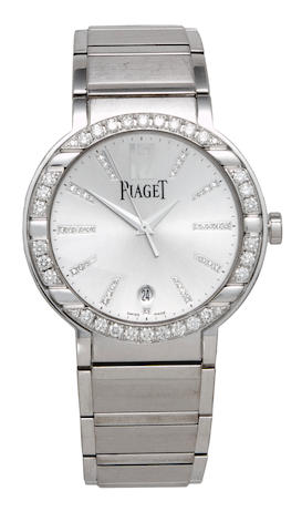 Piaget. A fine 18K white gold and diamond gentleman's automatic bracelet watch with center seconds and datePolo, Ref: GOA26023, No. 10163  /  970992