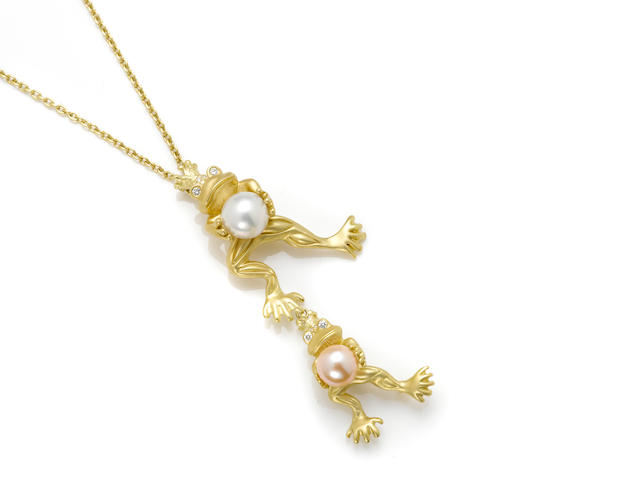A cultured pearl, round brilliant cut diamond and 18 karat gold 'frog' motif pendant/brooch with chain