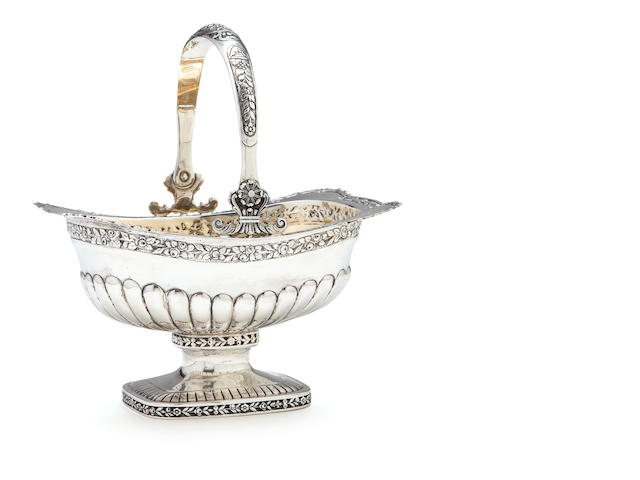 A Continental 800 standard silver basket, in the Regency style with a swing handle, length 8in; weight 16oz