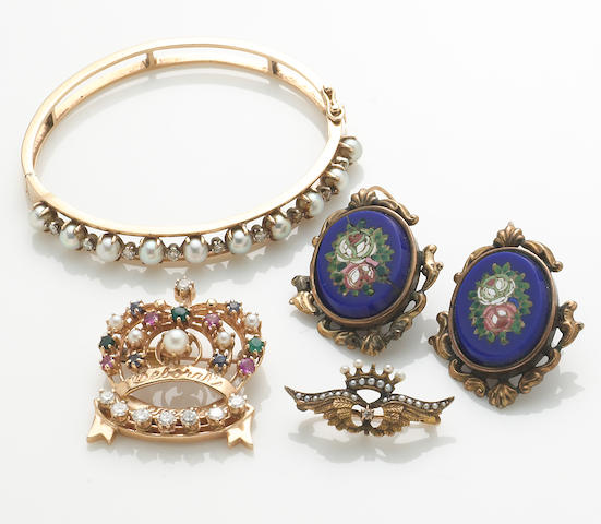 A collection of (4) pieces of diamond, gold, pearl, and ?stone jewelry
