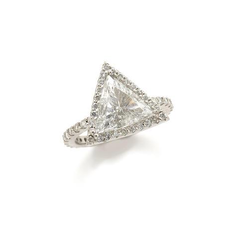 A triangular diamond and 4k white gold ring
