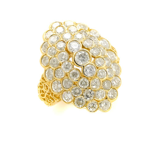 A diamond and 18k gold cluster ring
