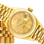 Rolex. A fine 18K gold automatic center seconds lady's wristwatch with braceletOyster Perpetual Datejust, Ref:69178 Case no. R251534, circa 1987