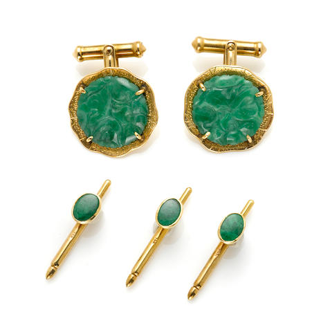 A set of carved jadeite and 14 karat gold cufflinks with three studs (nature of jade not determined), Ming's