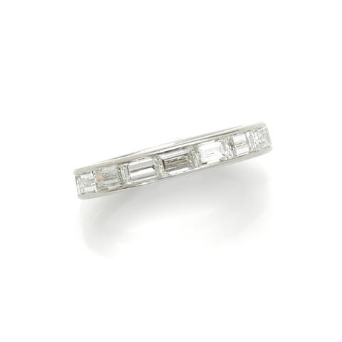 A diamond and platinum ring; etdw: 2.55cts.