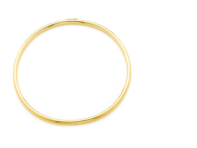 An 18k gold choker necklace