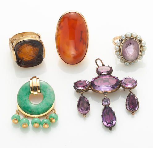 A collection of 5 jadeite jade, carnelian, amethyst, cultured pearl, paste and various karatage gold jewelry