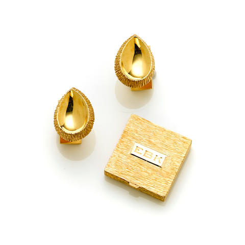 A pair of 18 karat gold pear shaped cufflinks, Ruser weight 19.1g together with A 14 karat gold textured pill box, Ruser