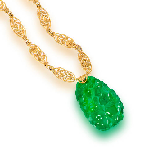 A jadeite jade and fourteen karat gold pendant necklace