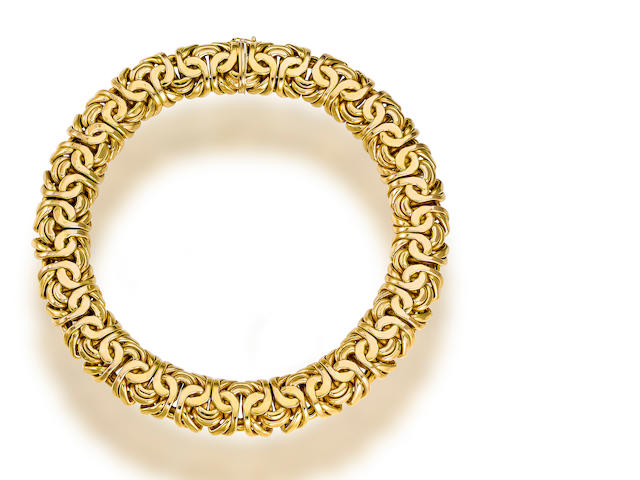 A fourteen karat gold necklace