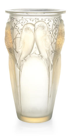 A Rene Lalique opalescent glass vase: Ceylan