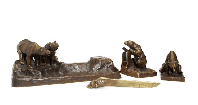 A Fredrich Gornik patinated bronze four piece desk set depicting bears Arthur Rubinstein Foundry, early 20th century