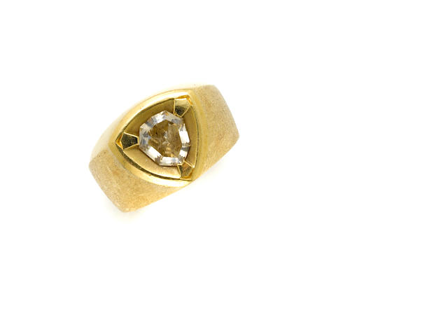 A calves head shape diamond and 18 karat gold ring