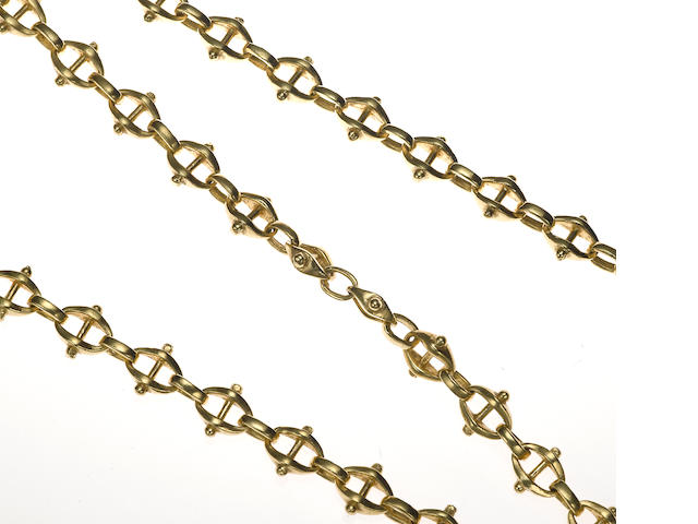 An 18k gold modified mariner link chain necklace