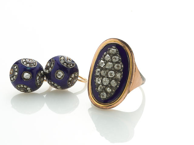 A diamond, enamel, and 10k gold ring, together with a pair of screwback earrings of similar design