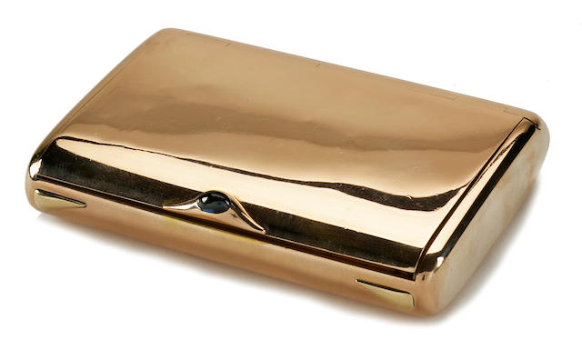 A Russian 14k rose gold rectangular cigarette box with cabochon sapphire inset thumb-rest <BR />circa 1908-17