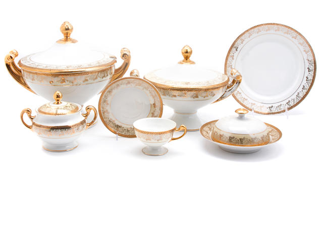 A Hutschenreuter part porcelain dinner service