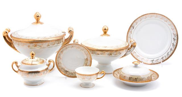 A Hutschenreuter part porcelain dinner service