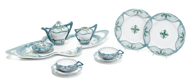 A Meissen Art Nouveau porcelain tea service in the Kleeblattmuster pattern <BR /> Designed by Theodor Grust