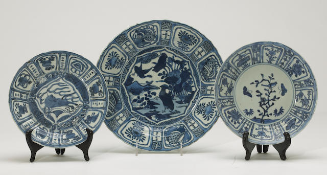 A group of three export porcelain dishes with flower petal reserves Late Ming dynasty