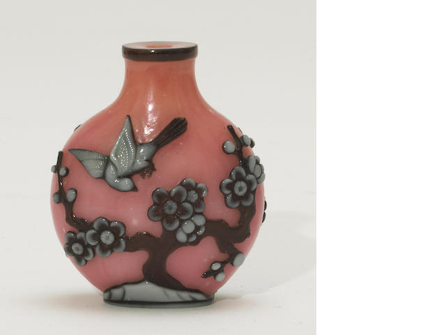 A carved glass snuff bottle