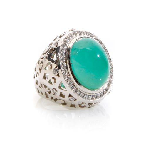An cabochon emerald, diamond and 18k white gold ring