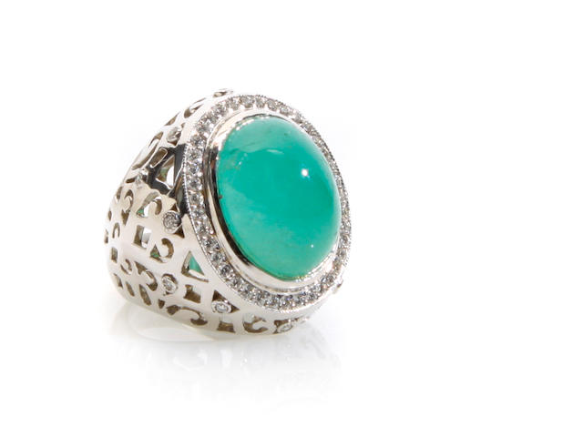 An cabochon emerald and white gold