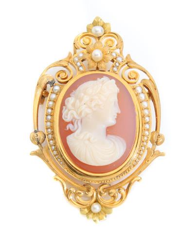An agate, cultured pearl and gold cameo brooch