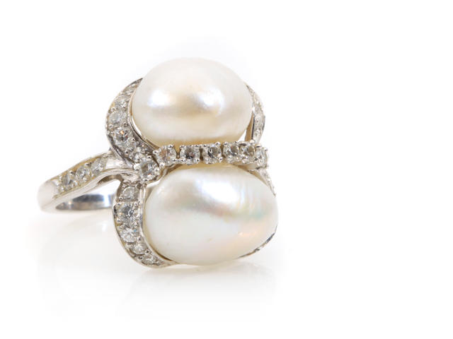 A cultured pearl, diamond and platinum ring, Ruser