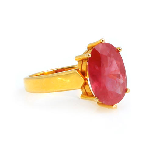 A ruby and 18k gold ring