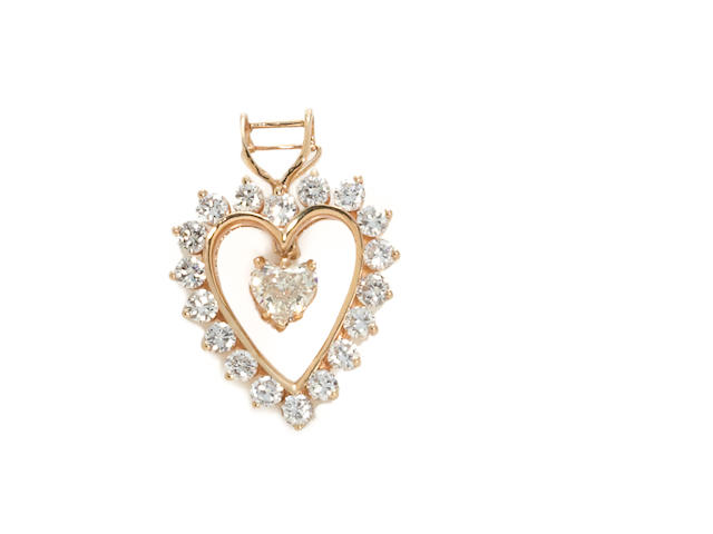 A diamond heart pendant/enhancer