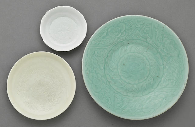 A group of three porcelain dishes 18th and 19th centuries
