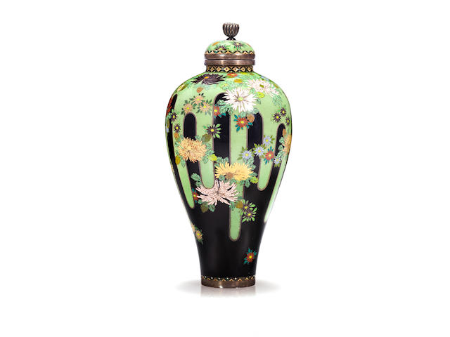 A small cloisonne enamel vase and cover By the workshop of Namikawa Yasuyuki (1845-1927), Meiji period (late 19th century)