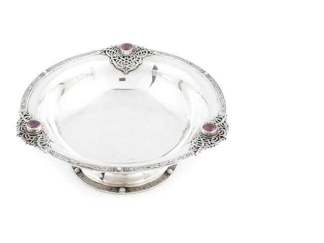 An Irish George V amethyst-mounted sterling silver Celtic revival pedestal bowl,  Edward & Son, Dublin, 1925 (slightly compressed on foot)
