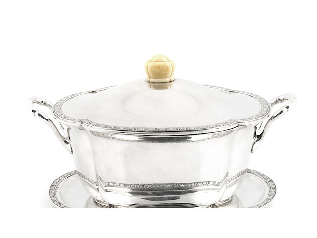 An Austrian 800 standard silver tureen and stand probably by Heinrich Schweikofsky, Vienna, second quarter 20th century